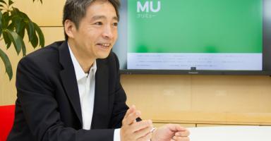 インタビューに答えるCREMU DESIGN 株式会社CEO 藤本誠史氏